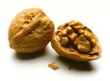 Mencegah kanker payudara dengan buah kenari