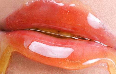 Madu dapat memerahkan bibir yang hitam