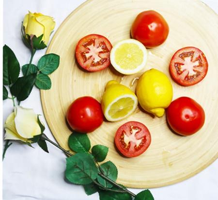 Jus tomat dan lemon membersihkan bekas luka bakar