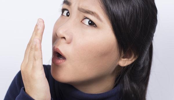Cara menghilangkan bau mulut secara permanen