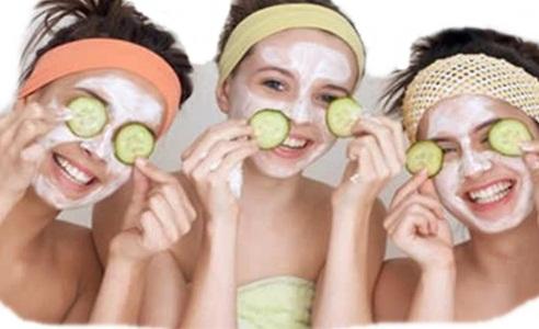 Lakukan masker wajah untuk memutihkan kulit
