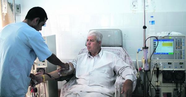 Cuci darah (dialisis) untuk mengganti fungsi ginjal