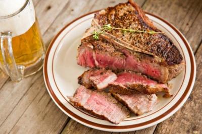 Daging merah dan alkohol sebabkan asam urat meningkat
